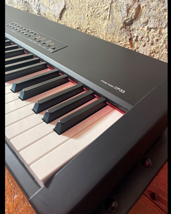 Yamaha CP 33 - 88 Key Digital Stage Piano