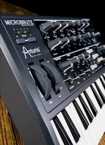 Arturia MicroBrute 25-Key Analog Synthesizer